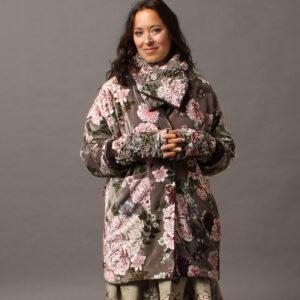 tricia-coat-velvet-ecru-model-j